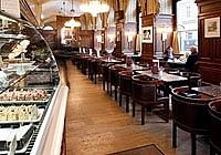 Поющий официант в кафе Schwarzenberg Австрия Вена